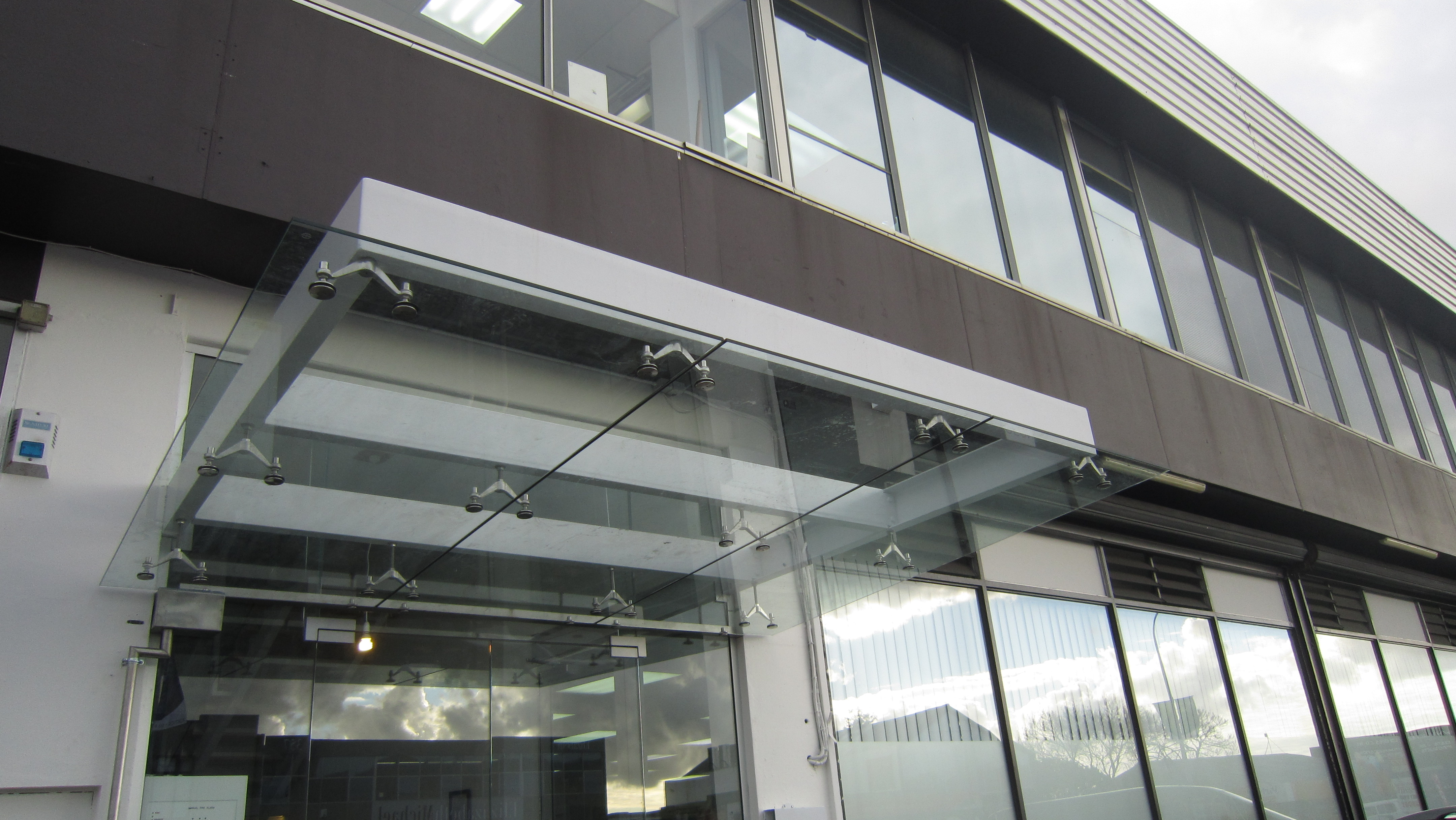 Austvision Spider Canopy Metro Performance Glass