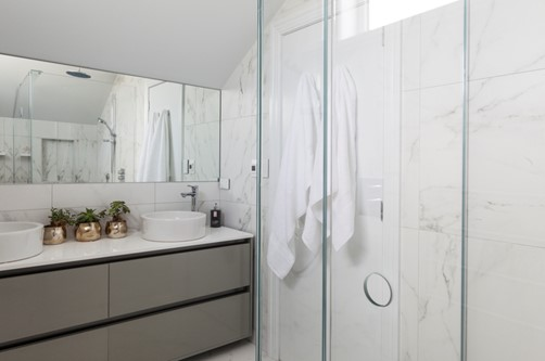 Mirror fixed rectangle in bathroom by Metro Glass