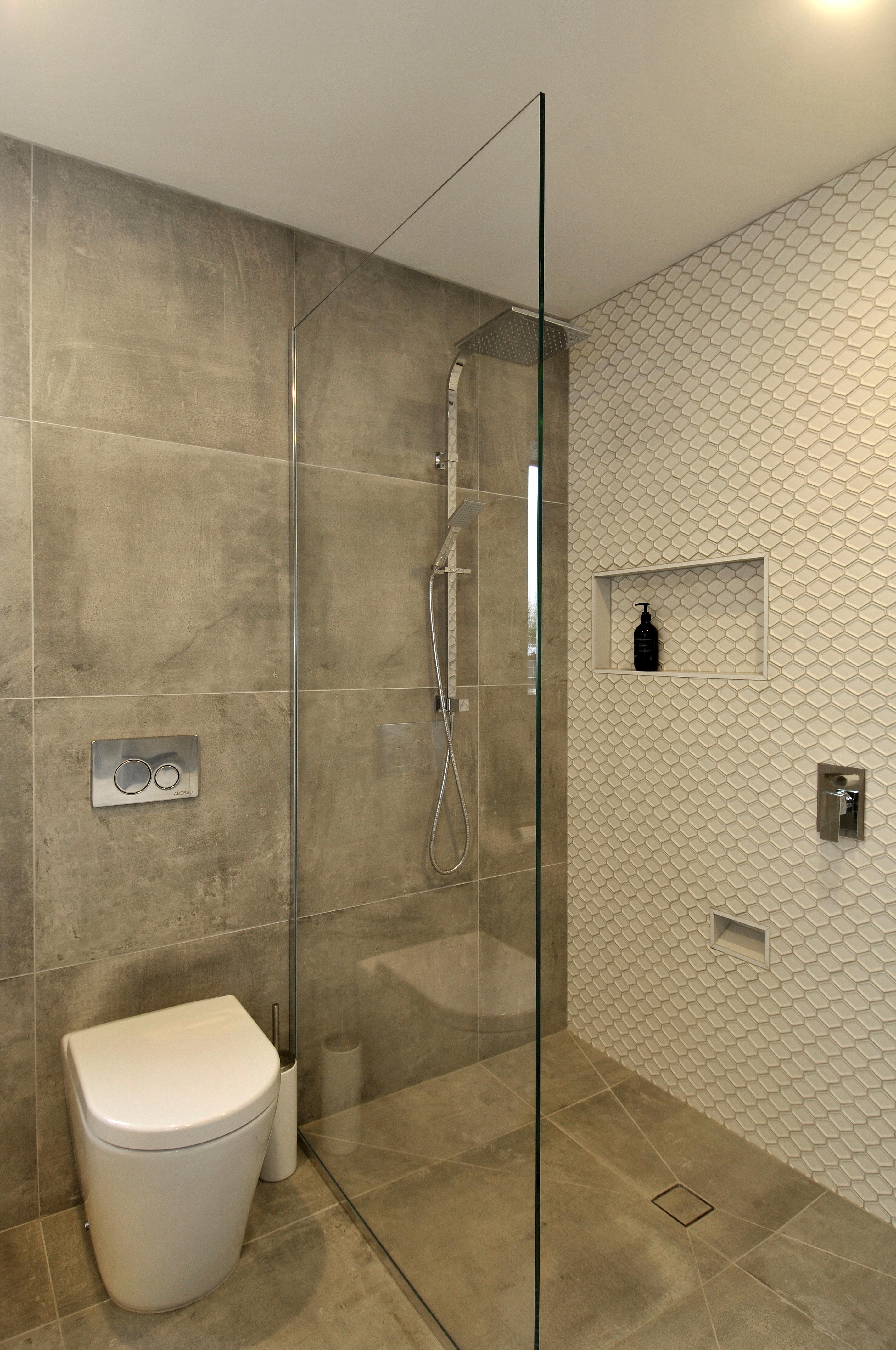 Glass Screen Inline Shower in bathroom by Metro Glass