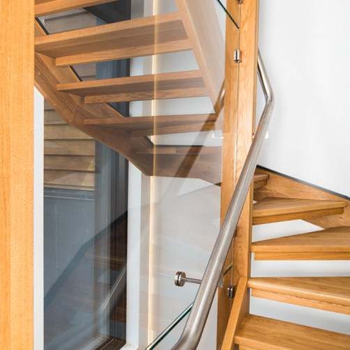 Metro Performance Glass glass stairwell with interlinking handrail.jpg