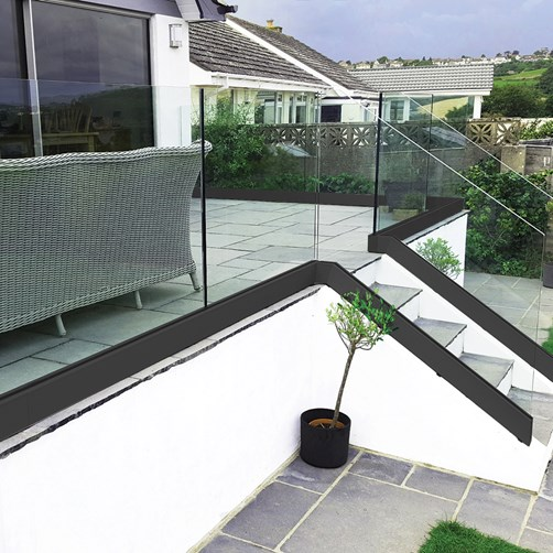 Posiglaze Channel System Glass Balustrade stair.png