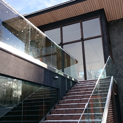Posiglaze Channel System Glass Balustrade stairc.png